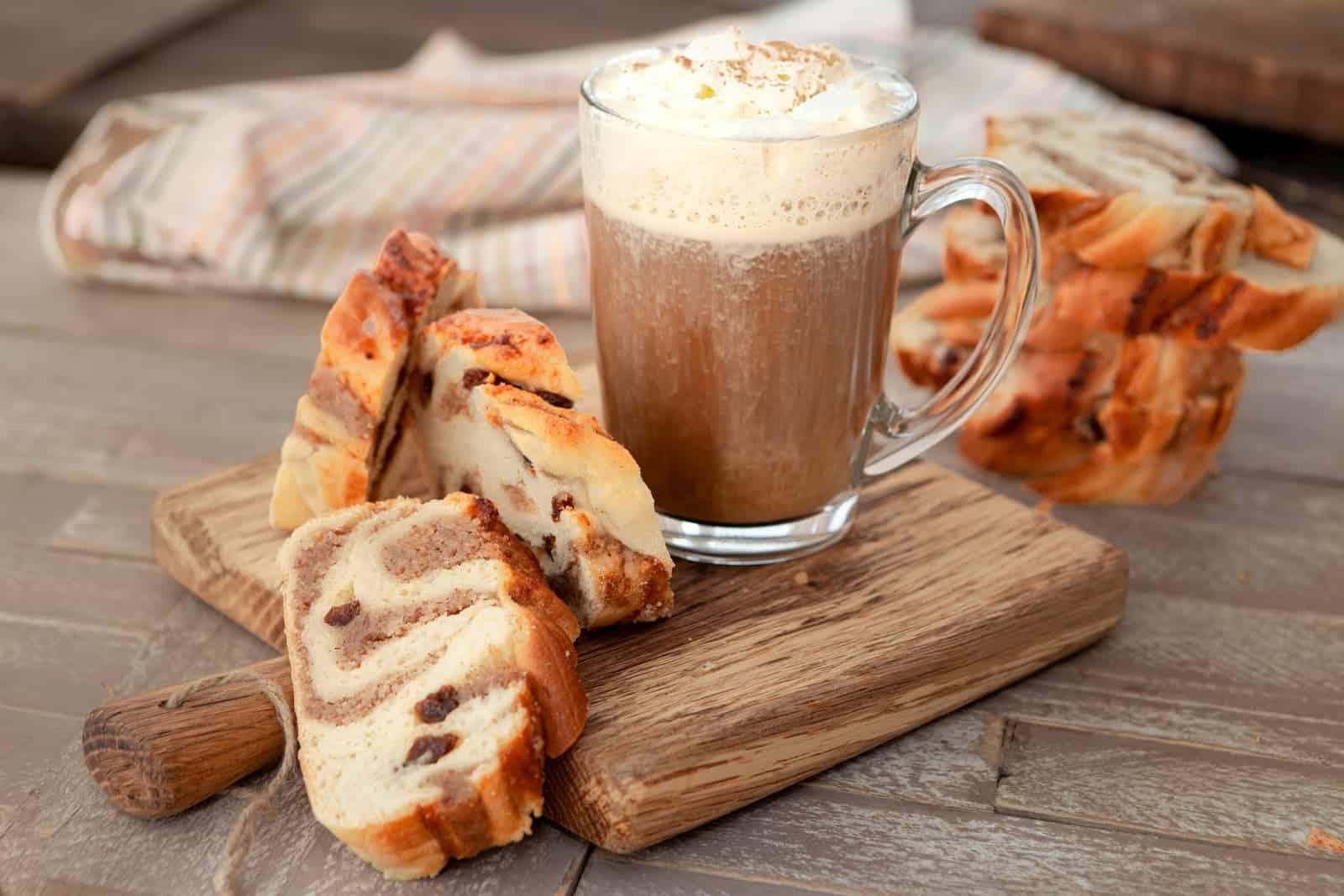 café com creme e canela