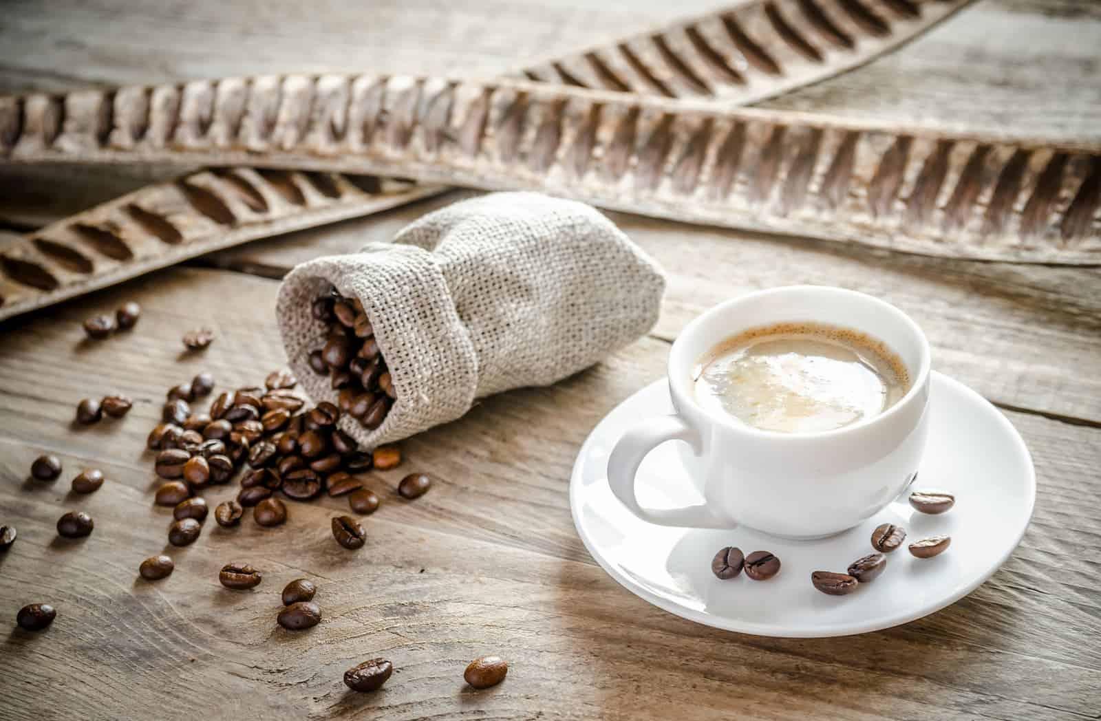 xícara de café na mesa