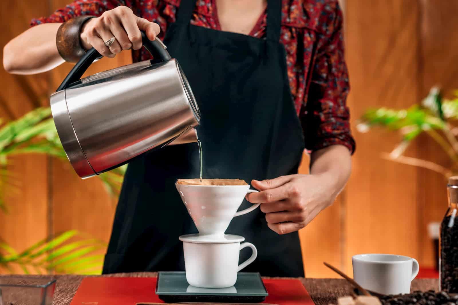 fazendo café por gotejamento