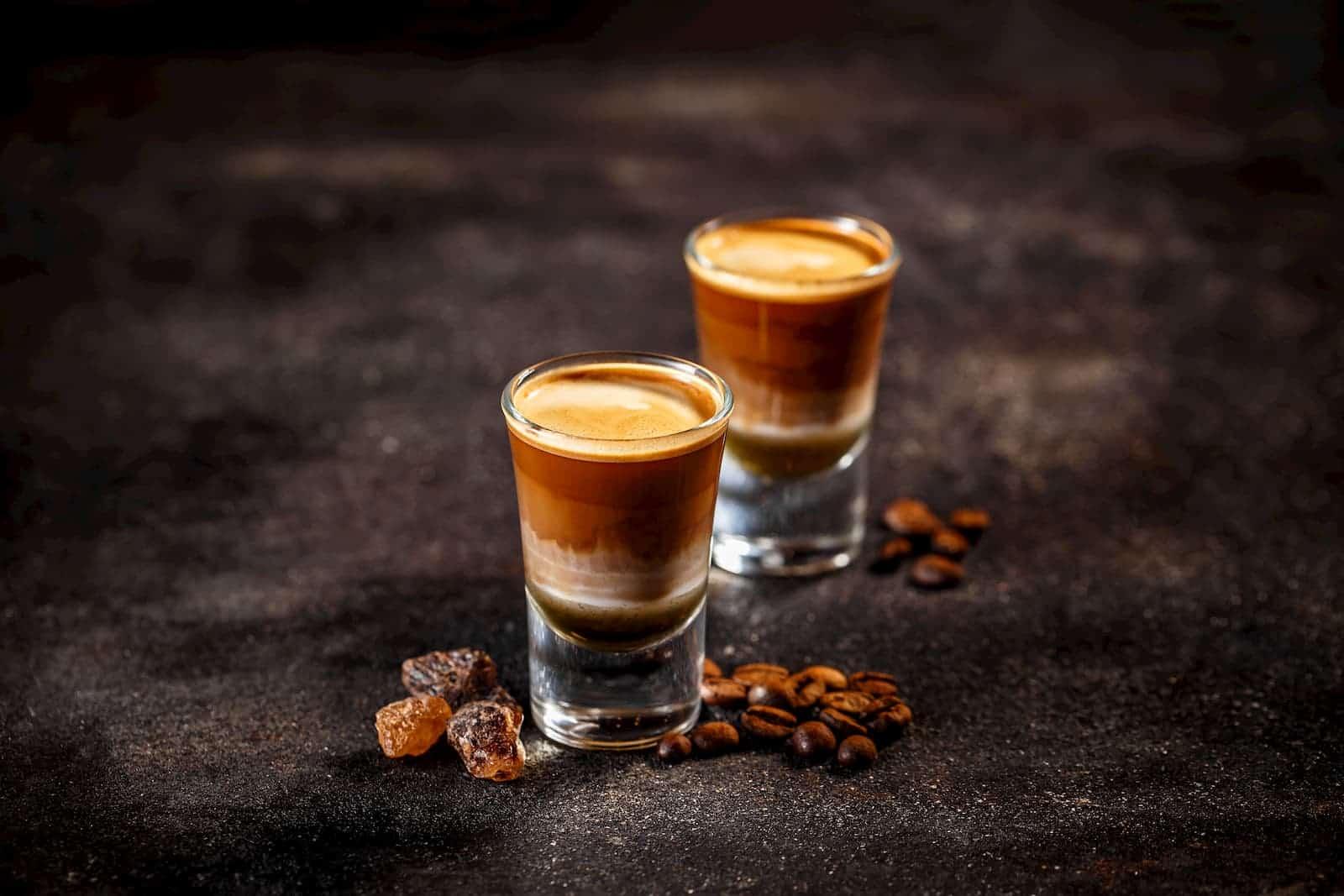 café com bebida alcoólica